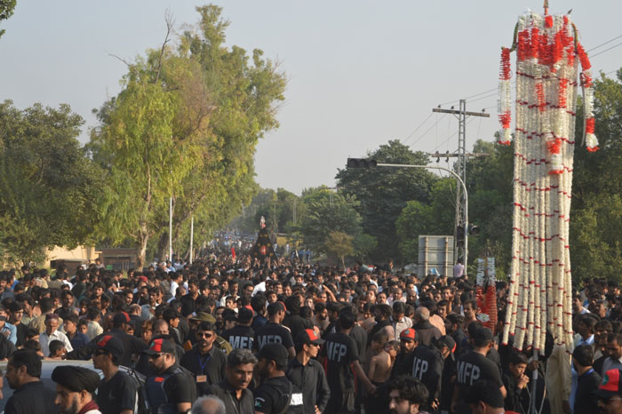 8محرم قائد ملت جعفریہ آغا سید حامد علی شاہ موسوی کے زیر اہتمام جلوس ذوالجناح و تابوت و علم و تعزیہ