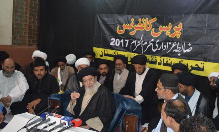 ٹی این ایف جے کے سربراہ آغا سید حامد موسوی ضابطہ عزاداری کا اعلان کررہے ہیں