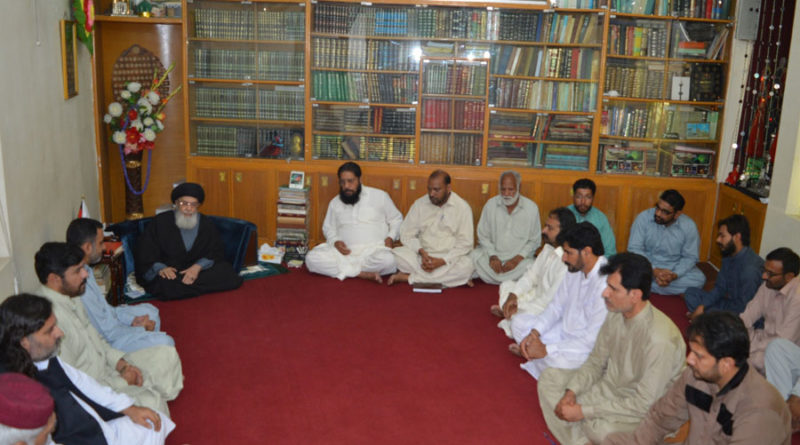 الحاج غلام مرتضی چوہان کی قیادت میں جنت البقیع کمیٹی کا وفد قائد ملت جعفریہ آغا سید حامد علی شاہ موسوی سے ملاقات کررہا ہے ۔