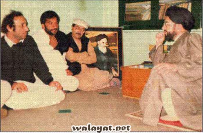 1985ء ۔۔حسینی محاذ ایجی ٹیشن کے دوران محسن نقوی شہید قائد ملت جعفریہ آقائے حامد موسوی سے ملاقات کررہے ہیں ۔