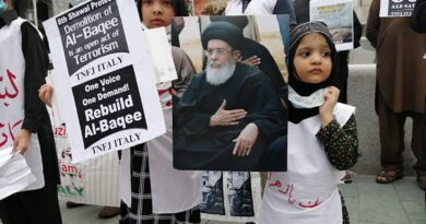 اٹلی: کم سن کفن پوش جنت البقیع کی اجڑی قبروں کا نوحہ پڑھتے سڑکوں پر آ گئے