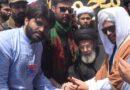 اہلسنت علماء و مشائخ جلوس عزا کے دوران قائد ملت جعفریہ آغا سید حامد علی شاہ موسوی کو تعزیت پیش کررہے ہیں ۔